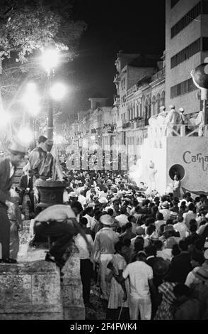 Carnaval, Havanna (Kuba : Provinz), Havanna (Kuba), Kuba, 1964. Aus der Sammlung Deena Stryker Photographs. ()