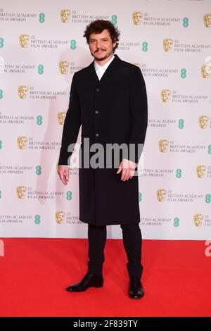 Pedro Pascal kommt für die EE BAFTA Film Awards in die Royal Albert Hall in London. Bilddatum: Sonntag, 11. April 2021. Stockfoto