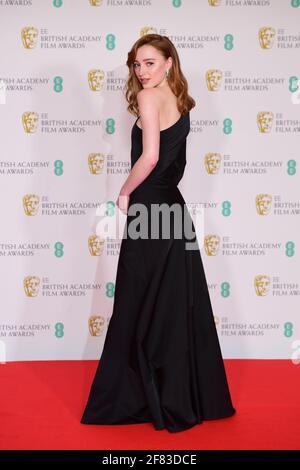 Phoebe Dynevor kommt für die EE BAFTA Film Awards in der Royal Albert Hall in London an. Bilddatum: Sonntag, 11. April 2021. Stockfoto