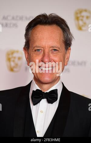 Richard E. Grant kommt für die EE BAFTA Film Awards in die Royal Albert Hall in London. Bilddatum: Sonntag, 11. April 2021. Stockfoto