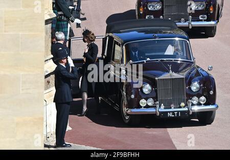 Die Herzogin von Cambridge, die vor der St. George's Chapel, Windsor Castle, in der Grafschaft von Edinburgh, ankommt, bevor der Herzog von Edinburgh begräbnist wird. Bilddatum: Samstag, 17. April 2021. Stockfoto