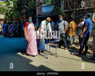 Kalkutta, Indien. April 2021. Ein Blick auf die fünfte Phase der Wahlen in Westbengalen. (Foto: Tanmoy Ghosh/Pacific Press) Quelle: Pacific Press Media Production Corp./Alamy Live News Stockfoto
