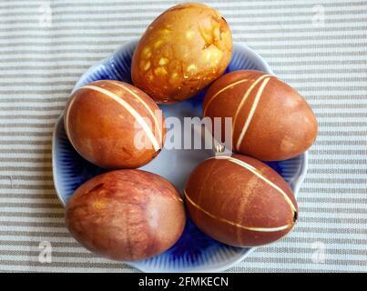 Satz von schlecht gefärbten Eiern