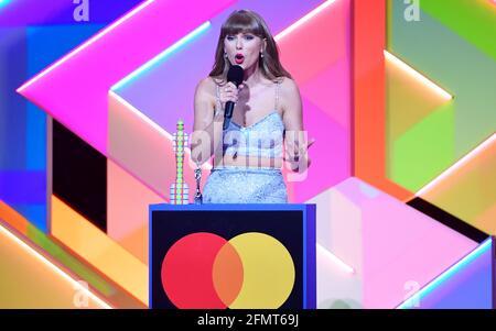 Taylor Swift nimmt den Global Icon Award während der Brit Awards 2021 in der O2 Arena in London entgegen. Bilddatum: Dienstag, 11. Mai 2021.