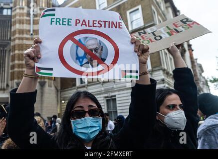 LONDON, GROSSBRITANNIEN. MAI. Demonstranten protestieren am Dienstag, den 11. Mai 2021, vor der Downing Street gegen die Gewalt gegen Palästinenser in Ostjerusalem und Gaza. (Kredit: Tejas Sandhu) Kredit: MI Nachrichten & Sport /Alamy Live Nachrichten