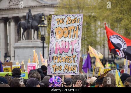 London, Großbritannien. Mai 2021. Tötet den Bill-Protest am Trafalgar Square. Tausende von Menschen marschierten durch das Zentrum Londons, um gegen das Gesetz über Polizei, Verbrechen, Verurteilung und Gerichte zu protestieren.