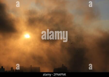 Der Gazastreifen, Palästina, Palästina. Mai 2021. Israelische Kampfflugzeuge bombardieren den Gazastreifen. Kredit: Mahmoud Khattab/Quds Net Nachrichten/ZUMA Wire/Alamy Live Nachrichten