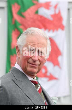 Der Prinz von Wales bei einem Besuch bei BCB International, einem Anbieter von Schutz-, Medizin- und Verteidigungsausrüstung, in Cardiff. Bilddatum: Freitag, 14. Mai 2021.