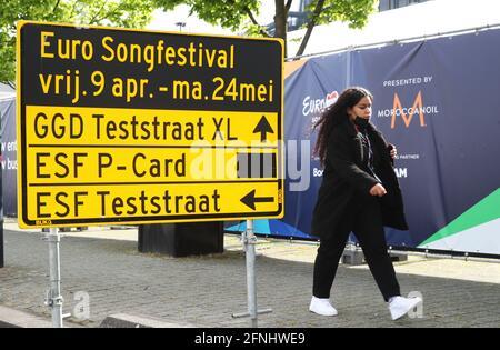 Rotterdam, Niederlande. Mai 2021. Ein Richtungsschild vor der Rotterdam Ahoy Arena, in der der Eurovision Song Contest 2021 stattfindet. Quelle: Vyacheslav Prokofyev/TASS/Alamy Live News