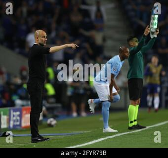 PORTO, PORTUGAL - 29. MAI: Manchester City Manager Pep Guardiola während des UEFA Champions League Finales zwischen Manchester City und dem FC Chelsea im Estadio do Dragao am 29. Mai 2021 in Porto, Portugal. (Foto nach MB-Medien)