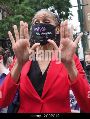 New York, New York, USA. Juni 2021. Maya Wiley bei einer vordebattierten Kundgebung des demokratischen Bürgermeisters von New York City entlang der Columbus Avenue vor seiner ersten Debatte über ABC TV Credit: Debra L. Rothenberg/ZUMA Wire/Alamy Live News