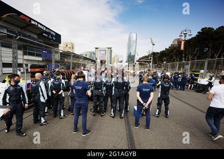 Baku, Aserbaidschan. Juni 2021. Williams Racing am Start. Großer Preis von Aserbaidschan, Sonntag, 6. Juni 2021. Baku City Circuit, Aserbaidschan. Quelle: James Moy/Alamy Live News