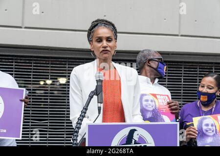 New York, NY - 8. Juni 2021: Die Bürgermeisterin Maya Wiley hält eine Pressekonferenz ab, um den Universal Health Coverage Plan im Montefiore Medical Center in der Bronx bekannt zu geben