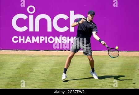 Jack Draper im Einsatz gegen Jannik SINNER am ersten Tag der Cinch Championships im Queen's Club, London. Bilddatum: Montag, 14. Juni 2021.