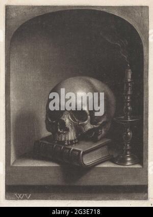 Vanitas lebt noch in einer Nische. Stillleben in einer Nische mit einem Totenkopf auf einem Buch und einer Schattierungskerze in einem Kerzenständer.