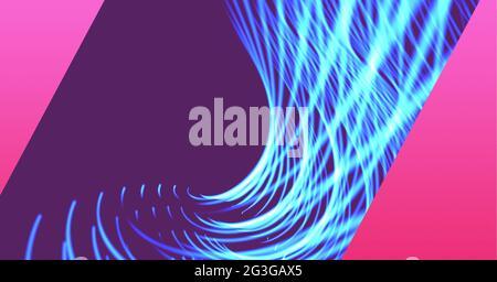 Digital generiertes Bild von blauen Lichtspuren vor violettem und rosafarbenem Technologiehintergrund