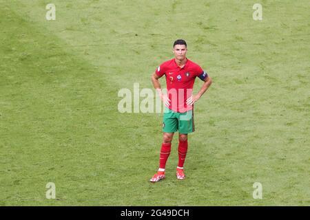 München, Deutschland. Juni 2021. Cristiano Ronaldo aus Portugal reagiert während des UEFA Euro 2020 Championship Group F-Spiels zwischen Portugal und Deutschland in München, Deutschland, am 19. Juni 2021. Kredit: Shan Yuqi/Xinhua/Alamy Live Nachrichten
