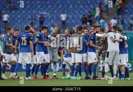 Rom. Juni 2021. Italiens Spieler feiern den Sieg nach dem UEFA EURO 2020 Group A Fußballspiel zwischen Italien und Wales am 20. Juni 2021 im Olympiastadion in Rom. Quelle: Cheng Tingting/Xinhua/Alamy Live News