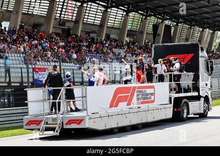 Spielberg, Österreich. Juni 2021. Fahrerparade. Steiermark Grand Prix, Sonntag, 27. Juni 2021. Spielberg, Österreich. Quelle: James Moy/Alamy Live News