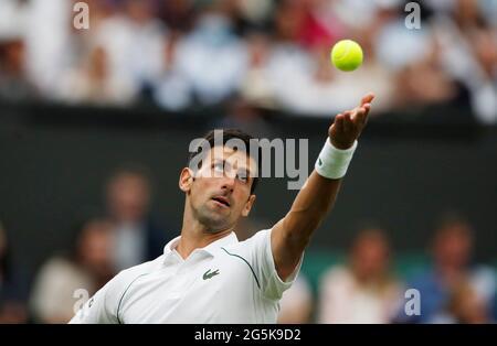 Tennis - Wimbledon - All England Lawn Tennis and Croquet Club, London, Großbritannien - 28. Juni 2021 der serbische Novak Djokovic in Aktion während seines ersten Spiels gegen den britischen Jack Draper REUTERS/Paul Childs