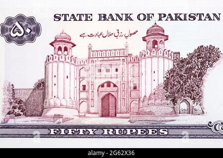 Alamgiri Gate of the Lahore Fort in Lahore aus pakistanischem Geld