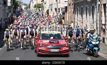 Abbildung Bild zeigt das Rudel von Fahrern am Start der siebten Etappe der 108. Auflage des Radrennens der Tour de France, 249,1 km entfernt