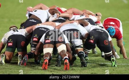 Rugby Union - Lions Tour - Sharks gegen britische und irische Löwen - Loftus Versfeld Stadium, Pretoria, Südafrika - 10. Juli 2021 Sharks-Spieler in Aktion während des Scrum REUTERS/Sipiwe Sibeko