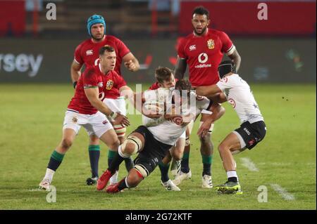 Rugby Union - Lions Tour - Sharks gegen britische und irische Löwen - Loftus Versfeld Stadium, Pretoria, Südafrika - 10. Juli 2021 Reniel Hugo von Shark in Aktion REUTERS/Siphiwe Sibeko