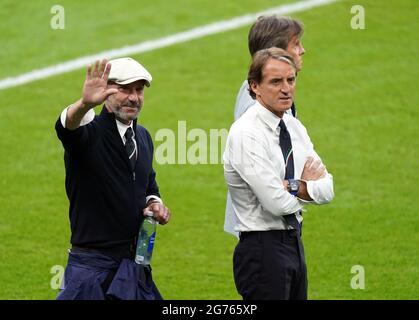 Italien-Manager Roberto Mancini (rechts) und Gianluca Vialli vor dem Finale der UEFA Euro 2020 im Wembley Stadium, London. Bilddatum: Sonntag, 11. Juli 2021.