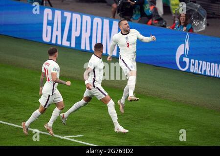 Der englische Fußballnationalmannschaft Luke Shaw feiert das Tor zum Auftakt des UEFA-EM-2020-Finales im Wembley Stadium, London. Bilddatum: Sonntag, 11. Juli 2021.
