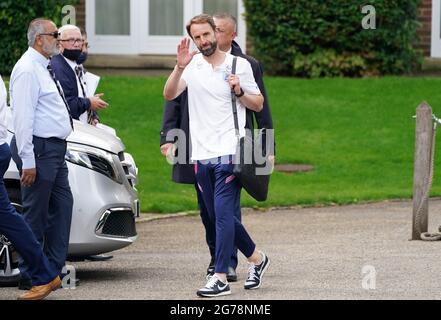 Der englische Manager Gareth Southgate verlässt das Grove Hotel in Hertfordshire. Bilddatum: Montag, 12. Juli 2021.