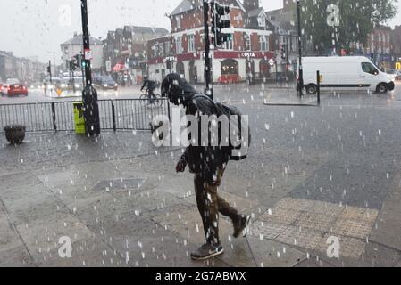 Turnpike Lane, London, Großbritannien. Juli 2021. UK Wetter: Sintflutartige Regenfälle im Norden Londons. Kredit: Matthew Chattle/Alamy Live Nachrichten