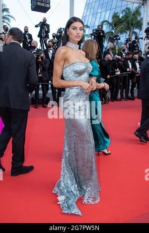 """Cannes, Frankreich. Juli 2021. Model nimmt an der Filmvorführung """"France"""" während der 74. Jährlichen Filmfestspiele von Cannes am 15. Juli 2021 in Cannes, Frankreich, Teil. Kredit: Imagespace/Alamy Live Nachrichten"""