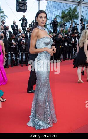 "Model nimmt am 15. Juli 2021 in Cannes, Frankreich, an der Filmvorführung ""France"" Teil. (Foto: ImageSPACE/Sipa USA)"