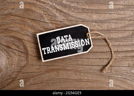 Text mit Inspiration Datenübertragung. Geschäftsansatz Daten elektronisch über ein Kommunikationsnetzwerk senden Sammlung von leeren leeren Daten