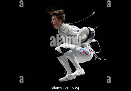 CHIBA, JAPAN – 25. JULI 2021: LARISA Korobinikova von ROC feiert den Sieg ihrer Frauen-Fechtbronze im Rahmen der Olympischen Sommerspiele 2020 in Tokio im Kongresszentrum Makuhari Messe gegen die italienische Alice Volpi. Sergei Bobylev/TASS