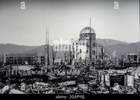 Hiroshima, Japan, 31/10/19. Zerstörtes Hiroshima-Foto nach dem Atombombenangriff am 6. August 1945, ausgestellt im Hiroshima Peace Memorial Museum.