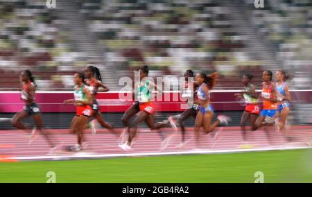 Olympische Spiele 2020 in Tokio - Leichtathletik - 5000 m der Frauen - Finale - Olympiastadion, Tokio, Japan - 2. August 2021. Die Athleten treten gegen REUTERS/Aleksandra Szmigiel an