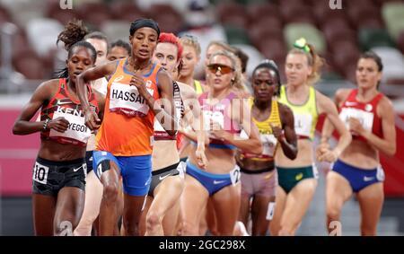 Olympische Spiele 2020 in Tokio - Leichtathletik - 1500 m der Frauen - Finale - Olympiastadion, Tokio, Japan - 6. August 2021. Läufer während des Rennens. REUTERS/Hannah McKay
