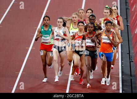 Olympische Spiele 2020 in Tokio - Leichtathletik - 1500 m der Frauen - Finale - Olympiastadion, Tokio, Japan - 6. August 2021. Athleten treten gegen REUTERS/Phil Noble an