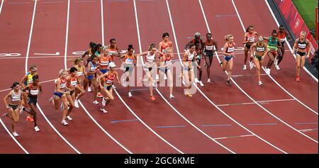 Olympische Spiele 2020 in Tokio - Leichtathletik - 10000 m der Frauen - Olympiastadion, Tokio, Japan - 7. August 2021. Gesamtansicht zum Start des Rennens REUTERS/Phil Noble