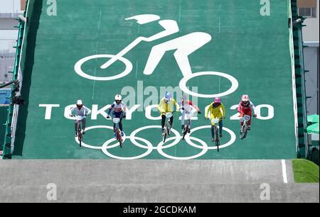 Tokio 2020 ging am Sonntag zu Ende, nachdem Großbritannien bei den mit Medaillen beladenen Spielen 65 Medaillen gewonnen hatte. Hier wirft die PA-Nachrichtenagentur einen Blick auf einige der besten Bilder hinter den heftigen Schlachten, Triumonien und Feiern der Olympischen Spiele in diesem Sommer. Datei-Foto vom 29-07-2021 des britischen Bethany Shriever (zweiter links) beim BMX Racing-Viertelfinale der Frauen 2 Heat 3 im Ariake Urban Sports Park am sechsten Tag der Olympischen Spiele in Tokio 2020 in Japan. Bilddatum: Donnerstag, 29. Juli 2021.