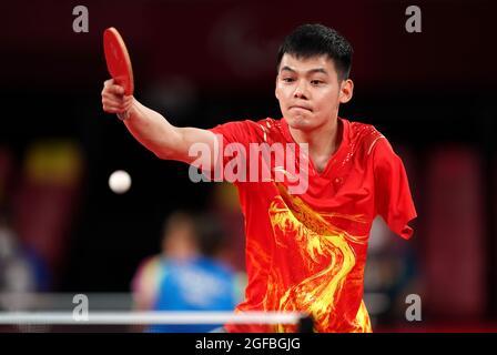 Der chinesische Zhao Shuai ist am ersten Tag der Paralympischen Spiele in Tokio 2020 in Japan beim Männer-Einzel-Tischtennis der Klasse 8 der Gruppe B im Tokyo Metropolitan Gymnasium im Einsatz. Bilddatum: Mittwoch, 25. August 2021.