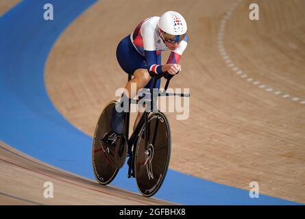 Die britische Dame Sarah Story in Aktion im Einzel-Qualifying C5 über 3000 m für Frauen während des Track Cycling auf dem Izu Velodrome am ersten Tag der Paralympischen Spiele in Tokio 2020 in Japan. Bilddatum: Mittwoch, 25. August 2021.