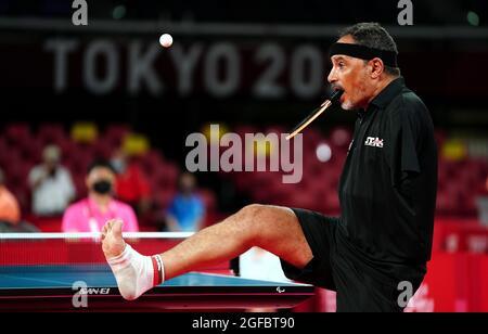 Der ägyptische Ibrahim Elhusseiny Hamadtou ist am ersten Tag der Paralympischen Spiele in Tokio 2020 in Japan beim Männer-Einzel-Tischtennis der Klasse 6 der Gruppe E im Tokyo Metropolitan Gymnasium in Aktion. Bilddatum: Mittwoch, 25. August 2021.