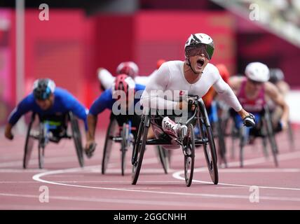 Der Schweizer Marcel Hug reagiert darauf, nachdem er am siebten Tag der Paralympischen Spiele in Tokio 2020 das 1500-m-T54-Finale der Männer im Olympiastadion gewonnen hat. Bilddatum: Dienstag, 31. August 2021.