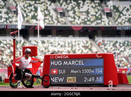Der Schweizer Marcel Hug reagiert, nachdem er am siebten Tag der Paralympischen Spiele in Tokio 2020 im Olympiastadion beim 1500-m-T54-Finale der Männer einen Weltrekord aufgestellt hatte. Bilddatum: Dienstag, 31. August 2021.