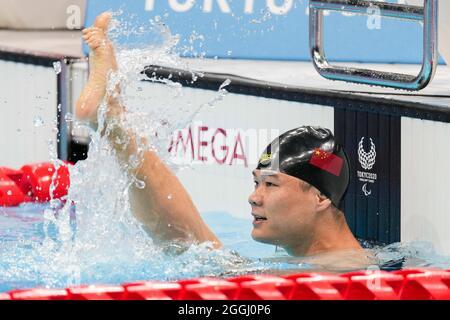 TOKIO, 1. September 2021 (Xinhua) -- Zheng Tao aus China feiert nach dem 50-m-Freistil-S5-Finale der Männer im Schwimmen bei den Paralympischen Spielen 2020 in Tokio, Japan, 1. September 2021. (Xinhua/Zhu Wei)