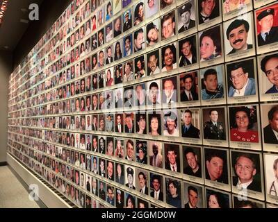 New York, USA. August 2021. Fotos von Opfern der Anschläge vom 11. September hängen im Gedenkraum des Museums von 9/11. (To dpa '20 Jahre 9/11: Terroranschläge in den USA') Quelle: Johannes Schmitt-Tegge/dpa/Alamy Live News