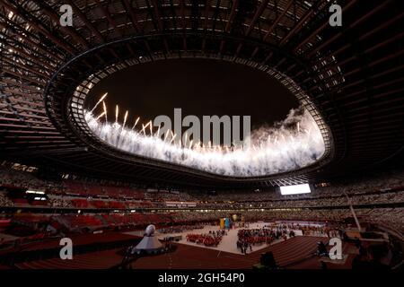 Tokio 2020 Paralympische Spiele - Abschlussfeier Der Olympischen Spiele 2020 In Tokio - Olympiastadion, Tokio, Japan - 5. September 2021. Feuerwerk während der Abschlusszeremonie REUTERS/Issei Kato